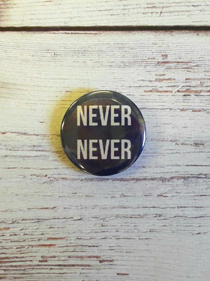 "значок Гувер ""Никогда никогда"""