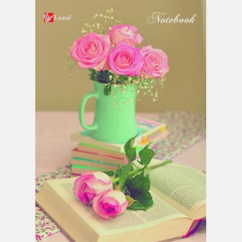 Офисный стиль. Розы и книга